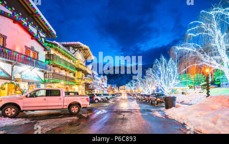 Leavenworth,Washington,usa.-02/14/16: bella leavenworth con illuminazione decorazione d'inverno. Foto Stock