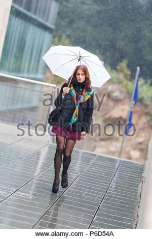 Femmina adulta teen giovane donna gambe talloni lifestyle Foto Stock