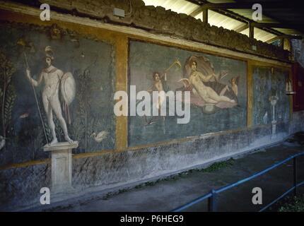 L'Italia. Pompei. Tempio di Venere Marina. Marte in piedi su un giardino e Venere nel guscio con Cupido e Dolphin. Affresco. I secolo d.c. Foto Stock