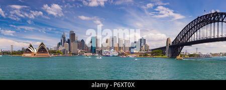 Sydney Opera House & Harbour Bridge, il Darling Harbour, Sydney, Nuovo Galles del Sud, Australia
