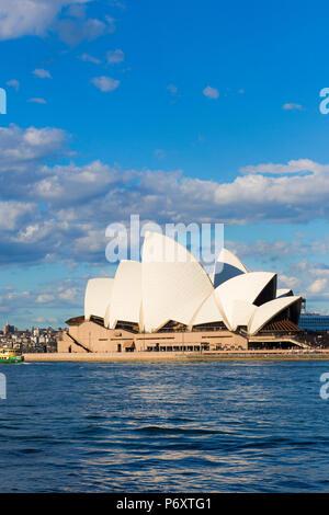 Sydney Opera House e cityscape skyline. Nuovo balene del Sud, Australia Foto Stock