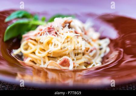 La pasta italiana con carne e formaggio Foto Stock