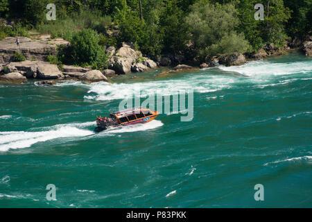 Idromassaggio a getto gita in barca sul fiume Niagara in Niagara Gorge, Niagara Falls, Ontario, Canada Foto Stock