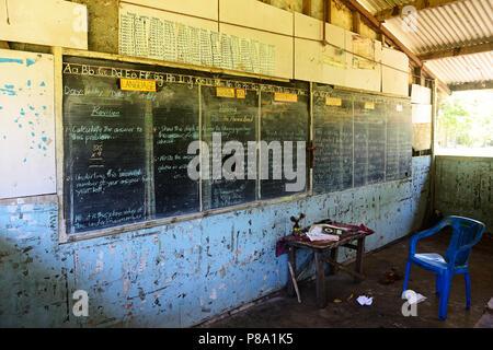 Scuola abbandonata, il Duca di York Isola, Rabaul, East New Britain, Papua Nuova Guinea, Oceania Foto Stock