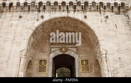 ISTANBUL, Turchia - 3 Marzo 2018: Il cancello di Salutation, ingresso al cortile di Palazzo Topkapi, Istanbul, Turchia Foto Stock