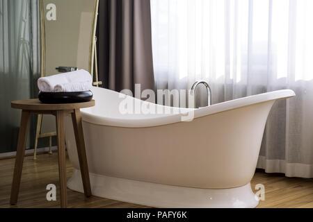 Olio da massaggio sapone a base di erbe e di sale da bagno con