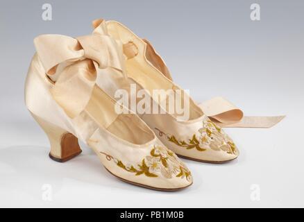 Scarpe di sera. Cultura  francese. Data  1875-85. La caviglia-la ... d104549203f