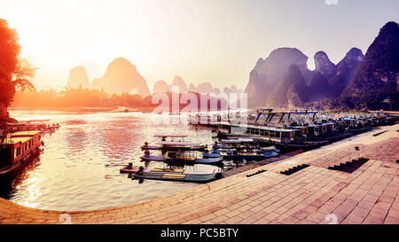 Scenic tramonto sul Fiume Li, Xingping, Cina. Foto Stock