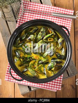 Mouclade. Le cozze in crema e salsa al curry Francia cibo Foto Stock