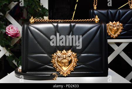 Dolce   Gabbana - Moda Firenze Italia Foto   Immagine Stock ... 7a216f7c637