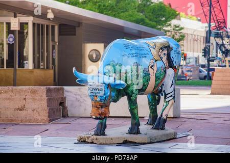 Denver, 3 maggio: interessanti blu buffalo nel centro cittadino di maggio su 3, 2017 a Denver, in Colorado Foto Stock