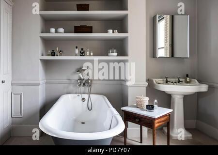 Vasca Da Bagno Dipingere : Grigio roll top bagno in blu pastello cottage bagno con pietra