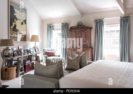 Camere Da Letto Rosa Antico : Rosa antico armadio in camera da letto con un grande film vintage