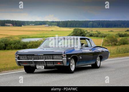 fb8459467 VAULAMMI, Finlandia - 4 agosto 2018: Classic nero Chevrolet Impala auto,  probabile fine