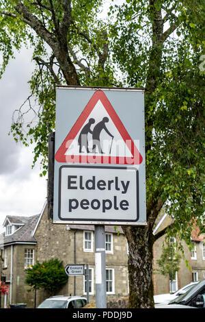 Le persone anziane segno di avvertimento Foto Stock