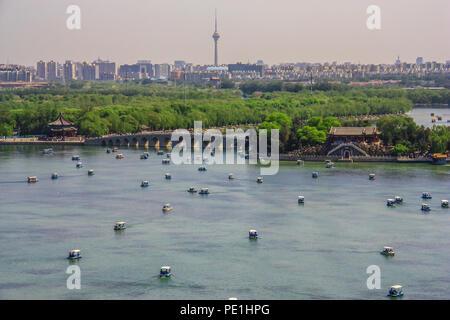 Pechino, Cina - un vasto insieme di laghi, giardini e palazzi di Pechino, il Summer Palace è uno dei molti cinesi i siti del Patrimonio Mondiale dell'Unesco Foto Stock
