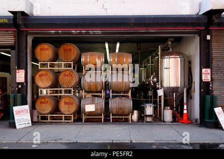 [Storefront storico] trasmettitore di birra, 53-02 11th St, Città di Long Island, NY Foto Stock