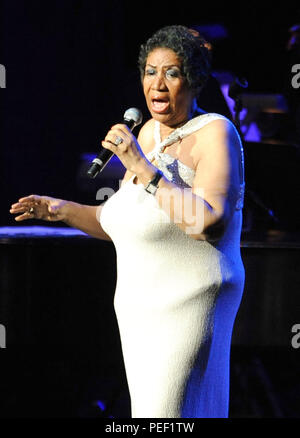 "New York, NY- 15 giugno: ""La regina del soul' Aretha Franklin esegue al Radio City Music Hall il 15 giugno 2014 a New York City. Credito: John Palmer/MediaPunch Foto Stock"