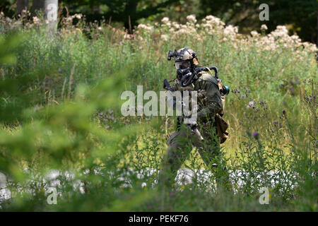 Un U.S. Esercito Forze Speciali soldato si prepara a