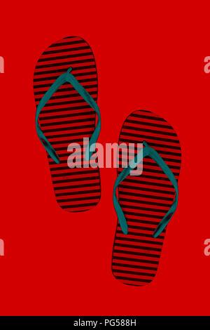 Gomma a strisce flip flop, isolata. Stile: astrazione, neonmonochrome, neon Foto Stock
