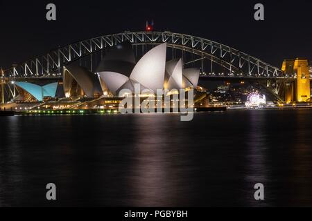 Sydney Harbour Bridge e Opera House di notte Foto Stock