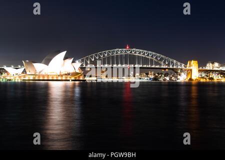 Harbour Bridge un Opera House di notte, Sydney NSW Australia Foto Stock
