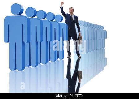 Levandosi in piedi fuori dalla folla nozione di imprenditore Foto Stock