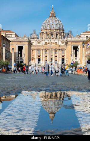 Vista di San Pietro in Vaticano, Roma, Italia. Foto Stock