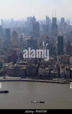 Lo smog risiede nello skyline di Shanghai, Cina Foto Stock