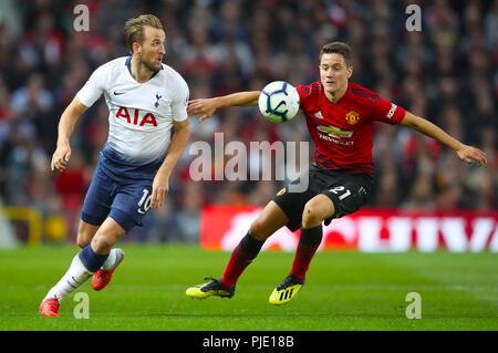 Tottenham Hotspur Harry Kane (sinistra) e il Manchester United Ander Herrera battaglia per la sfera Foto Stock