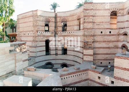 Awesome lesterno di una chiesa copta in egitto con - Muri esterni decorati ...