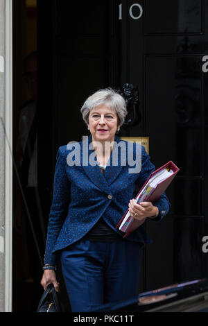 Londra, Regno Unito. Xii Sep, 2018. Il primo ministro Theresa Maggio lascia 10 di Downing Street per frequentare il primo ministro di domande nella casa di Commons. Credito: Mark Kerrison/Alamy Live News Foto Stock