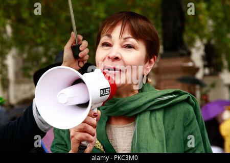 Londra, Regno Unito. Xii Sep 2018. 12/09/2018 100 donne contro Fracking, Piazza del Parlamento Credito: Natasha Quarmby/Alamy Live News Foto Stock