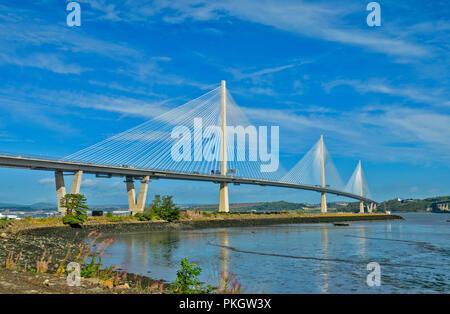 QUEENSFERRY attraversando ponte stradale Firth of Forth Scozia riflessioni a bassa marea