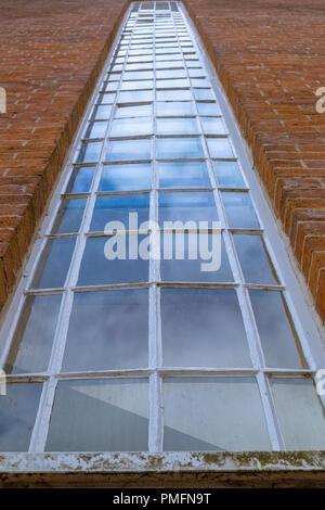 Un molto alto e georgiana finestra vetrata. Foto Stock