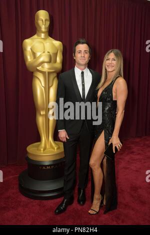 Presentatrice Jennifer Aniston e Justin Theroux arrivano all'ottantanovesimo Oscar® al Dolby® Theatre di Hollywood, CA domenica, 26 febbraio 2017. Riferimento al file # 33242 728THA per solo uso editoriale - Tutti i diritti riservati Foto Stock