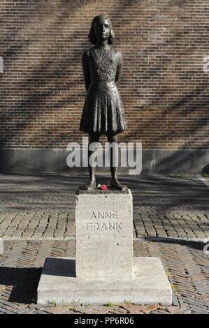 La casa di Anna Frank (1929-1945). Jewish vittima di olocausto. Statua. Utrecht, Paesi Bassi. Foto Stock