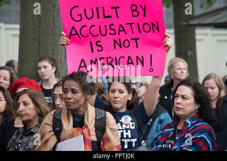 Washington, DC - 27 Settembre 2018: donne in attesa di supporto Rally Supreme Court Nominee Brett Kavanaugh Credito: Xavier Ascanio/Alamy Live News Foto Stock