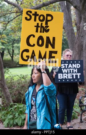 Washington, DC - 27 Settembre 2018: donne in attesa di supporto Rally Supreme Court Nominee Brett Kavanaugh Credito: Xavier Ascanio/Alamy Live News
