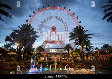 Ruota panoramica Ferris Luna Park giostre di notte rientrano in Orlando
