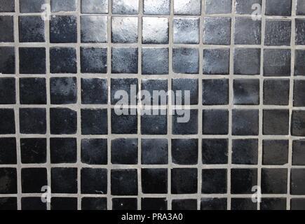 Quadrato piccolo mosaico di piastrelle a parete con bordi