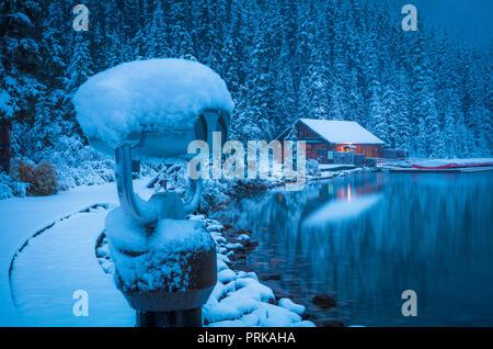 Il lago Louise è un lago glaciale entro il Banff National Park in Alberta, Canada.