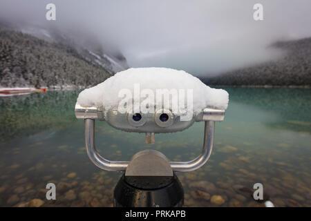 Il lago Louise è un lago glaciale entro il Banff National Park in Alberta, Canada. Foto Stock