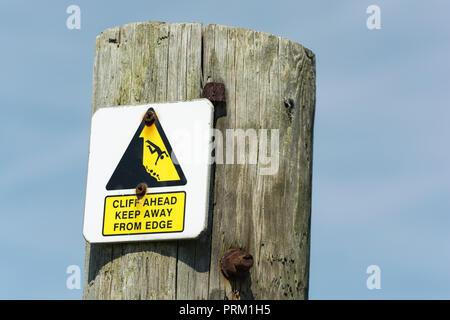 Avvertimento giallo triangolo segno evidenziando pericoloso scogliera bordo vicino. Tenere lontano dal concetto di bordo, cadere, cadere il pittogramma uomo caduta.
