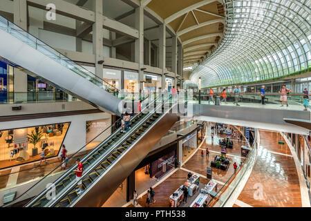 Il Marina Bay Sands shopping mall, Singapore Foto Stock