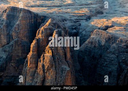 Strappata de Siela pinnacle durante il tramonto. Val di Fassa Trentino Dolomiti, Italia, Europa. Foto Stock