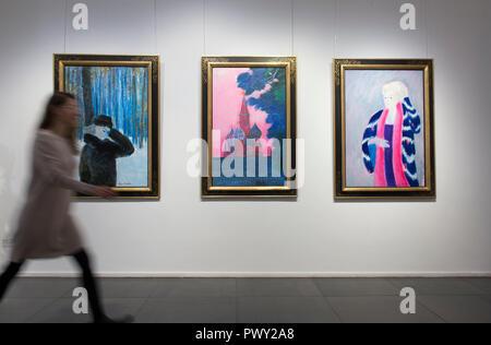 Galleria Opera, New Bond Street, Londra, Regno Unito. 18 ottobre, 2018. 90 anni fauvist francese artista André Brasilier assiste l'apertura di una mostra retrospettiva del suo lavoro, accompagnato da sua moglie e muse, Chantal. Brasilier è stato il primo artista a vincere il Prix de Rome, egli fu molto ammirato da Marc Chagall e ha contato Jacqueline Roque come uno dei suoi buoni amici. Tuttavia, molto simile Leon Kossoff, Brasilier ha sempre mantenuto un basso profilo. Credito: Malcolm Park/Alamy Live News. Foto Stock