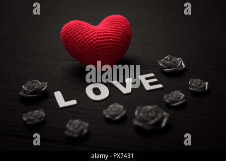 Abstract cuore rosso grunge impostare le icone o loghi - Colore del giorno di san valentino ...