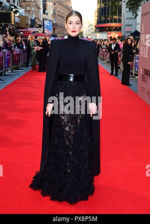 Rosamund Pike frequentando il una guerra privata Premiere come parte del BFI London Film Festival presso il Cinema Cineworld a Londra. Foto Stock