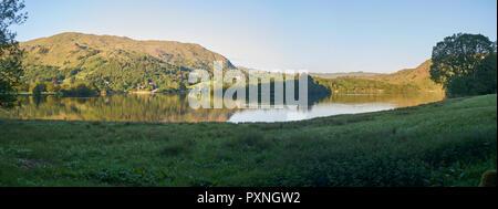 Immagine panoramica di acqua Elter al tramonto, il Lake District inglese Parco Nazionale, sito patrimonio mondiale dell'Unesco. Inghilterra, Regno Unito, GB. Foto Stock